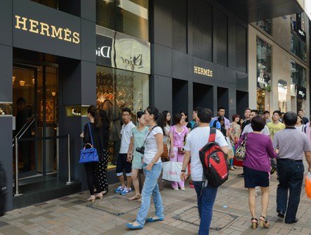 chinese-luxury-shoppers