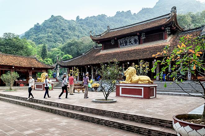 perfume pagoda  hanoi day trip