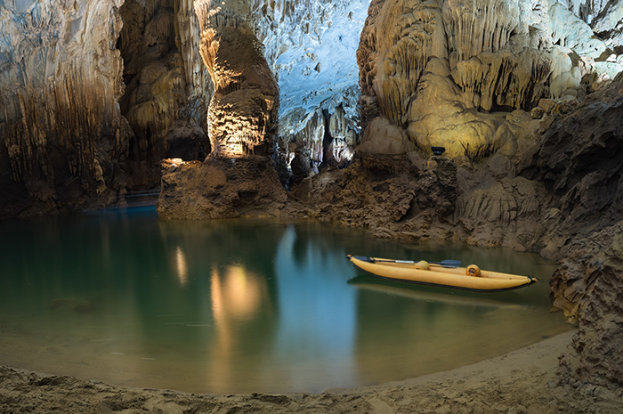 kayaking in vietnam Phong Nha