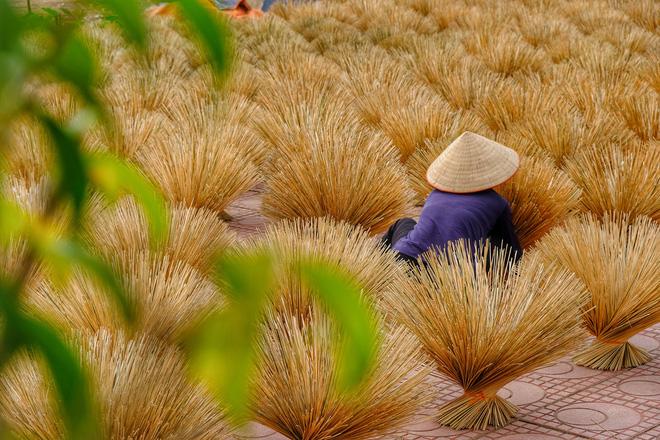 Quang Phu Cau Incense Making hanoi traditional villages